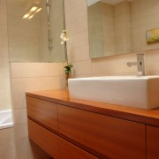 cajón oscuro baño menorca